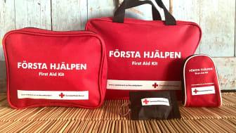 Tre kit med första hjälpen-produkter i olika storlekar