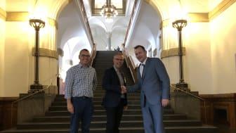I går mødtes den konservative transportordfører Niels Flemming Hansen (t.h) med direktør Morten Rettig og chefkonsulent Niels Græsbøll Olesen (t.v) fra Trekantområdet Danmark for at drøfte løsninger på de trafikale udfordringer.