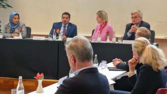 Jemens ambassadör Sahar Mohammed Abduljabbar Ghanem och utrikesminister Dr. Ahmed Awad Bin Mubarak mötte svenska organisationer som jobbar med det jemenitiska civilsamhället på Sida den 9 september 2021.