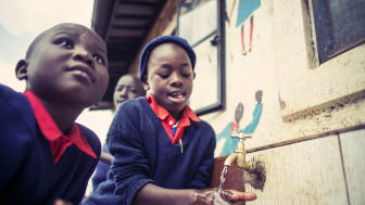 Kenya WE LOVE WASHING HANDS by Paul Ripke