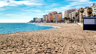Stranden i Fuengirola, en av de mest populära svenskorterna längs spanska solkusten.