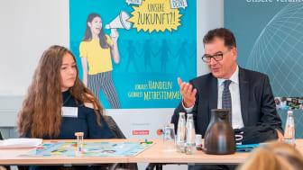 Dr. Gerd Müller gibt den Startschuss für den Schulwettbewerb zur Entwicklungspolitik