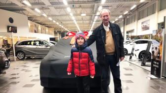 Ulf Wernquist med sitt barnbarn Anton.