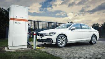 Den nye Passat GTE plug-in-hybrid kan køre cirka 28,5 km længere på strøm.
