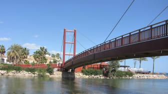 Martinsons bygger bro utanför Antonio Banderas hus