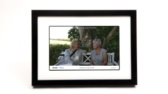 Digital fotoramme giver mere omsorg og nærhed i en tid med store afsavn.