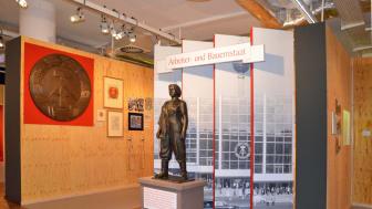 """Blick in die Ausstellung """"Deutsche Mythen seit 1945"""" Themenbereich """"Arbeiter und Bauernstaat"""""""