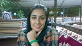Iran: Frigivningen av konstnären Atena Farghadani måste följas av frihet för andra samvetsfångar