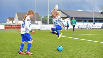 Hoppende glade for fotball-app