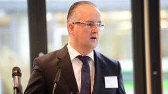 Volker Mauß begrüßt die Teilnehmer der apoNeujahrskonferenz