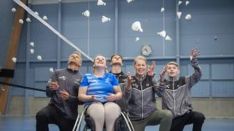 Täby Badminton, mottagare av ATG Drömfond®. Från vänster Peter Axelsson, klubbchef, Louise Forell, paraspelare, Lucas Waltgård, ansvarig för paraträning, Tove Söderdahl, ansvarig för paraverksamheten, Erik Söderdahl, paraspelare. Foto: Ryno Quantz.