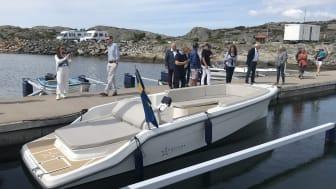 Sjösättningen av Strana elbåt