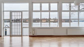 I lokalerna på 400 kvm, belägna precis vid sjökanten på Augustendalsvägen 68 får de som väljer att träna hos Boost göra det med en vacker utsikt över Djurgården och Stockholms inlopp.