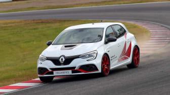 Japan är en av de viktigaste marknaderna för snabba bilar. Renault Sport modellerna är bland favoriterna.