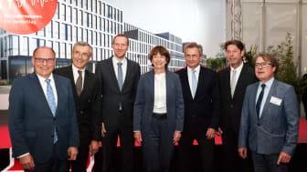 Unter den zahlreichen Ehrengästen waren auch Kölns Oberbürgermeisterin Henriette Reker sowie Staatssekretär Dr. Jan Heinisch (3. v.l.)