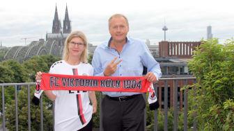 Monika Schulze, Head of Customer and Innovation Management bei Zurich, und Eric Bock, Geschäftsführer FC Viktoria Köln