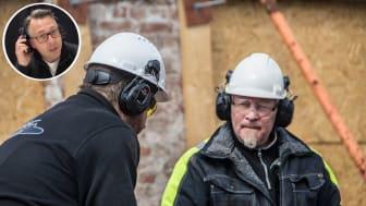 Med rätt hörselskydd ska du inte behöva lyfta på hörselkåpan för att prata med kollegan.