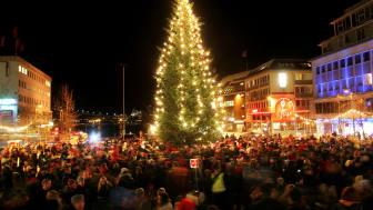 Walk around the Christmas tree in Tromsø Photo - Yngve Olsen-Saebbe - www.nordnorge.com.jpg