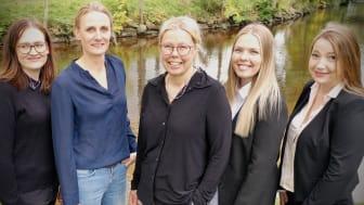 Marie Bengtsson grundare av L&M Ekonomipartner Online (i mitten) tillsammans med sina medarbetare