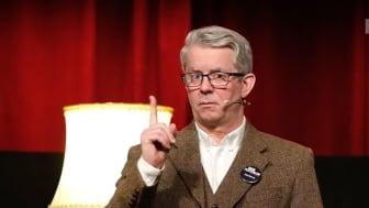 Et av de mest populære innslagene på årets krimfestival har vært Knut Nærums «Norsk kriminallitteraturhistorie fritt etter hukommelsen». Alle programpostene kan ses gratis på Krimfestivalen.no