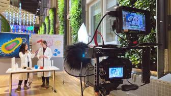 Filmen med Eva Garmendia och Jennifer Jagdmann vid Uppsala Antibiotic Center ska användas i en workshop om antibiotikaresistens. Foto: Jamil Tokmaji / Eva Garmendia