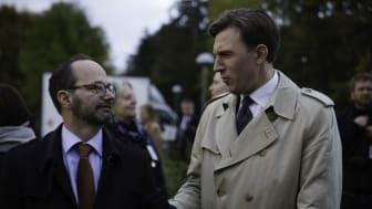 Tomas Eneroth (S), infrastrukturminister och Henrik Fritzon (S), regionstyrelsens ordförande tog i dag ett historiskt första spadtag i Åkarp för utbyggnad från två till fyra spår på sträckan mellan Malmö och Lund.