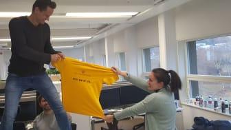Det ble kamp om den gule trøya i utviklingsteamet hos NoIS, her presentert ved Jon Sommervold, Dagfinn Dale Kloven (bak) og Synne Ellefsen. (Foto NoIS)