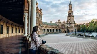 Tourist in the Plaza de España in Seville. Photo: Getty Images.
