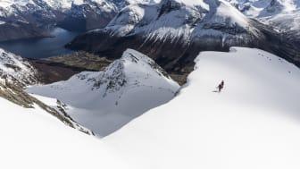 VAKKERT. Kontrasten mellom snø og barmark gir en helt unik turopplevelse.