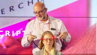 Dr Robert Sullivan behandlar TBI på scen under Biohacking Worldsummit