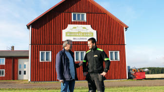 Alain Grenard, kostchef gymnasieförvaltningen Karlstads kommun, tillsammans med Mathias Spelmans på Warpnäs gård.