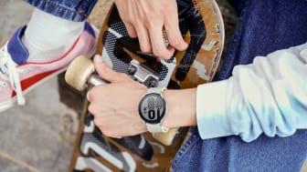 8. Galaxy Watch4_Lifestyle_Outbox Strap1.jpg