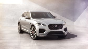 Jag_F-PACE_22MY_02_R-Dynamic_Exterior_Front_3-4_110821