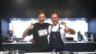 Joel Stenvall, hotellchef för Hemavans Högfjällshotell, tillsammans med Norrbottens egen stjärnkock, Simon Laiti, kock och ägare av restaurangen Hemmagastronomi.