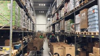På Matsmart lager räddas pallvis med perfekt mat från att slängas. Hittills har Matsmart räddat över 11 000 ton mat.