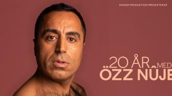 """""""… 20 år med mig, Özz Nûjen"""" - Özz Nûjen firar 20 år som standupkomiker!"""