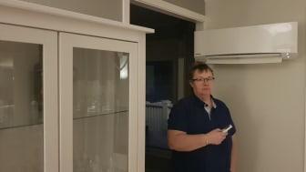 Gunn Moaksen fra Nordkjosboten kuttet strømregningen betydelig etter at hun fikk installert varmepumpe i boligen sin.