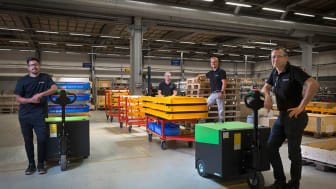 Car-O-Liner's team behind the implementation of the new solution along with two Movexx T6000.