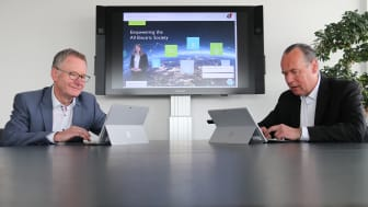 (from left to right) CTO Roland Bent and CEO Frank Stührenberg also answered customer questions in a live chat