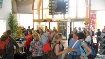 Tyska turister välkomnas till Jönköping Airport