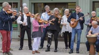 Massa-Folk-Musik i Lindesberg.
