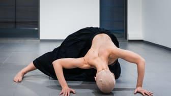 Figure Humaine. Kuvassa tanssija Elina Valtonen.