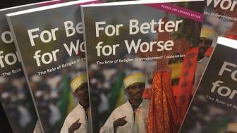 For Better for Worse ger en snabb orientering i de senaste årens diskussion om religion och utveckling. Den hjälper läsaren att nyansera synen på religionens roll i samhället och visar vilken förändringskraft som kommer med religiös läskunnighet.