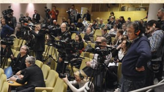 Omslag till boken Mediekratin - mediernas makt i svenska val