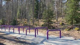 Västerås har nu en hinderbana vid Rocklundaskogen. Vid det här hindret ska man ta sig över och under.