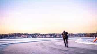 En ny funktion i appen Visit Dalarna Travel Guide visar aktuell isstatus på plogade banor i Dalarna.