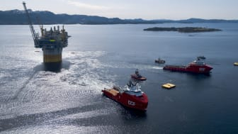 DOF vessels Skandi Vega and Skandi Iceman involved in a complex offshore operation (Photo courtesy of Equinor, by Espen Roennevik, Roar Lindefjeld)
