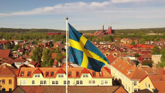 Här vajar svenska flaggan ovanför residenset i Falun. Foto: Länsstyrelsen