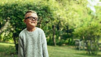 Fokus på sports- og aktivitetsbriller til børn i alderen 5 til 12 år med synsnedsættelse.