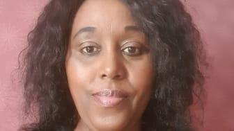 Susan Ngibuini får det första Certificate of International Merits på Högskolan Väst.